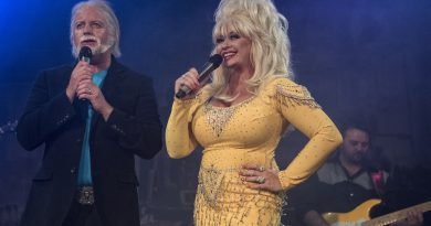 Barry Gibb feat. Dolly Parton - Words