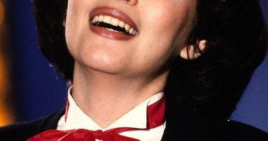 Mireille Mathieu - Bravo tu as gagné (The Winner Takes It All)